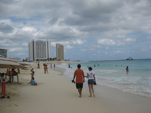 Couple enjoying a walk at Gaviota Azul Beach, Cancun!