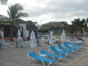 Beach chairs & beds at Playa Tortugas