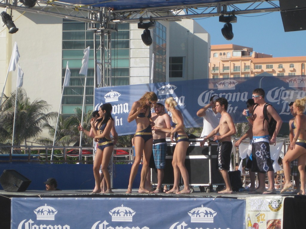 The Corona girls at stage!
