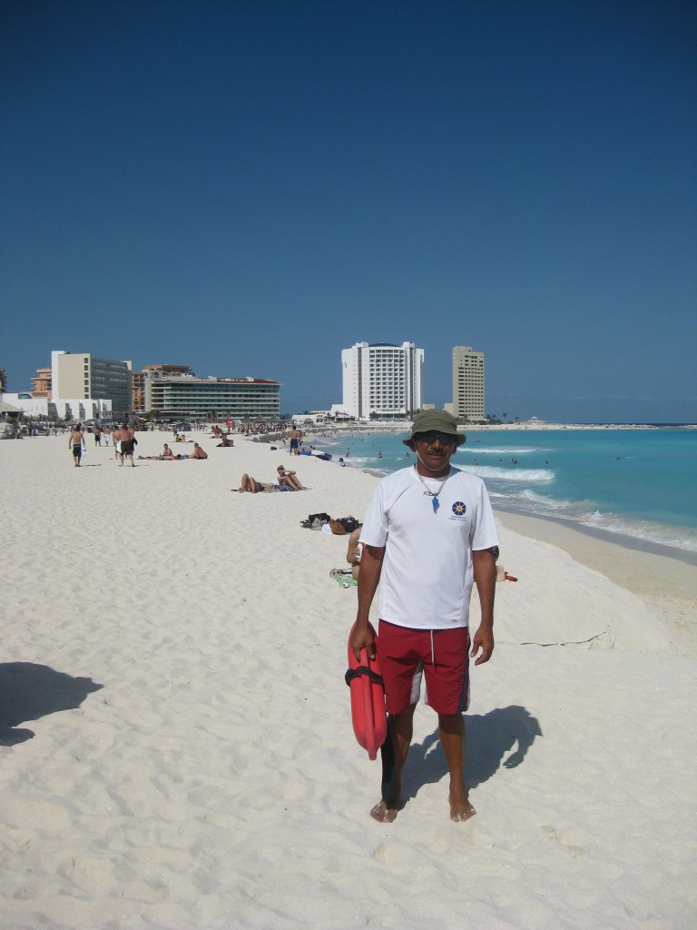 Cleofas, my lifeguard pal in Cancun!